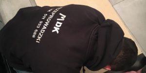 Pracownik w bluzie MDK Przeprowadzki