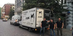 Pracownicy i ciężarówka MDK Przeprowadzki